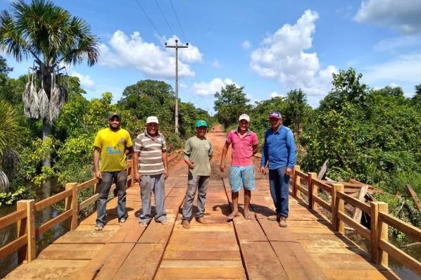 Prefeitura de Ribamar Fiquene constrói  ponte