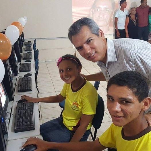 Laboratório de informática de escola da Rede Municipal é entregue à comunidade escolar