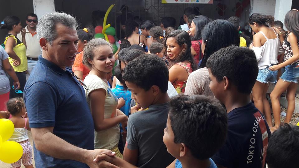 Festa com distribuição de brinquedos reuniu centenas de crianças em Ribamar Fiquene