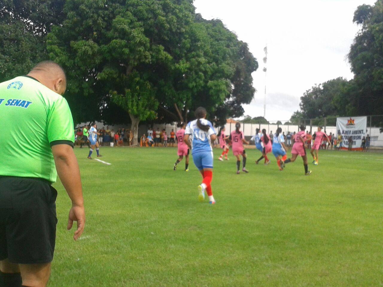 Torneio de Futebol Feminino premia atletas amadoras e reúne grande torcida